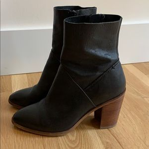 Aldo black zip short pointy heeled boots 7 1/2